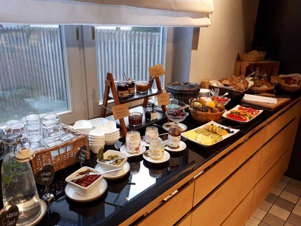 Üppiges Bio-Vital-Frühstück im Hotel Rose in Hayingen