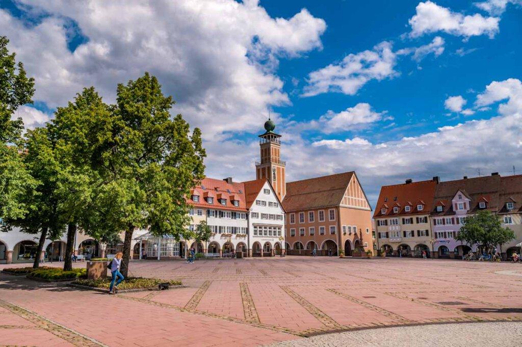 Freudenstadts riesiger arkadengesäumter Marktplatz - Bild: Klaus Hansen