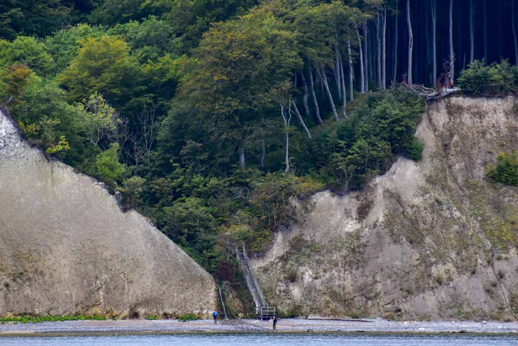 Der Abstieg am Kieler Bach mit Wasserfall