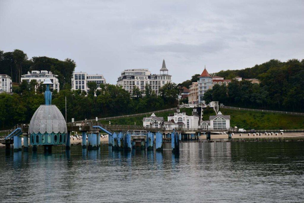 Die berühmte Seebrücke Sellin mit der nostalgischen Tauchgondel