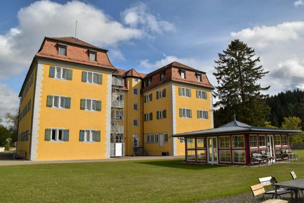 Baden-Württemberg Ausflugsziel mit düsterer Geschichte: Schloss Grafeneck in Gomadingen