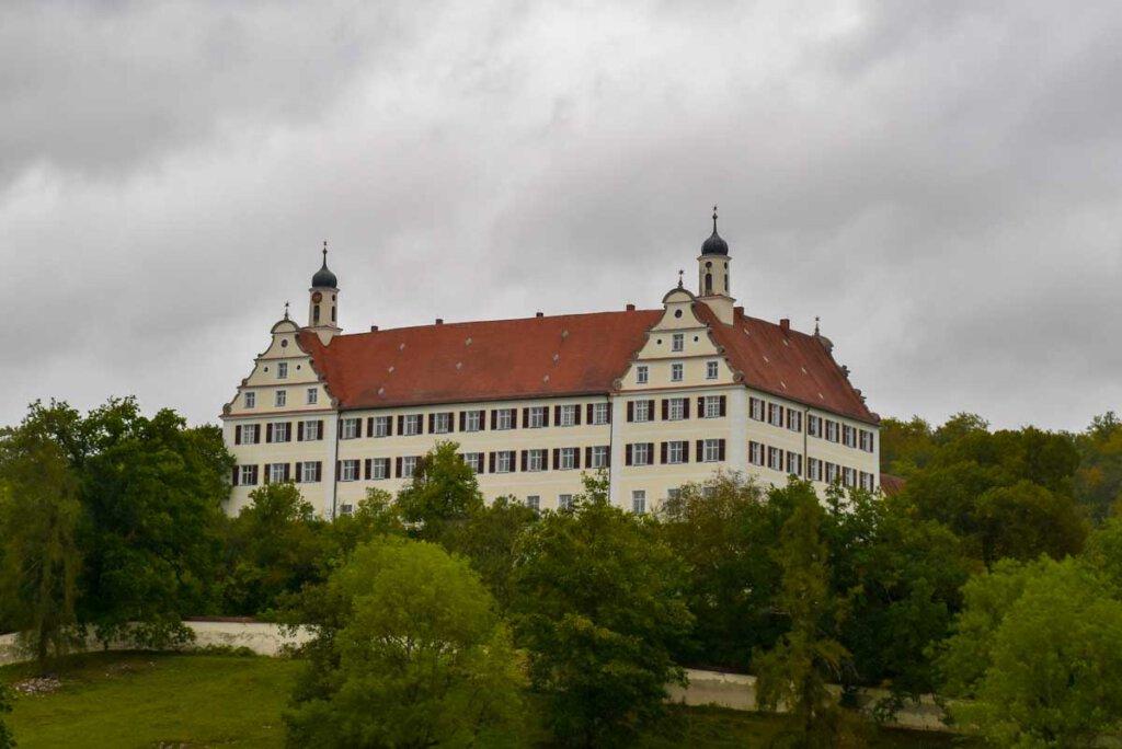 Geheimtipp für Kunstliebhaber: Das Renaissance-Schloss Mochental bei Ehingen