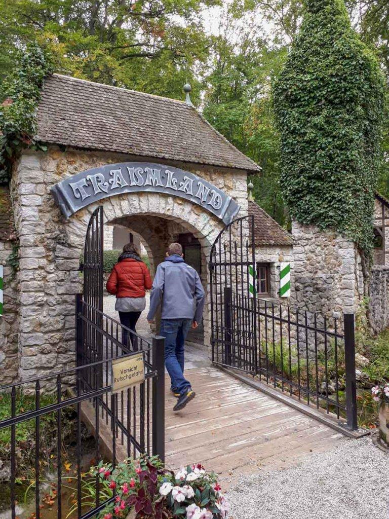 Baden-Württemberg Ausflugsziel für junge Leute: Das Traumland Bärenhöhle
