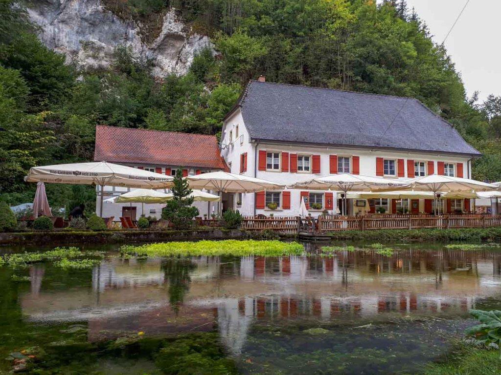 Der historische Gasthof Friedrichshöhle in Wimsen