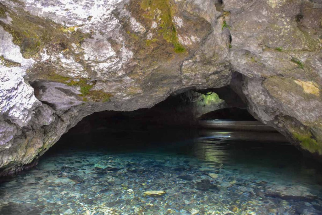 Deutschlands einzige befahrbare Wasserhöhle: Die Wimsener Höhle