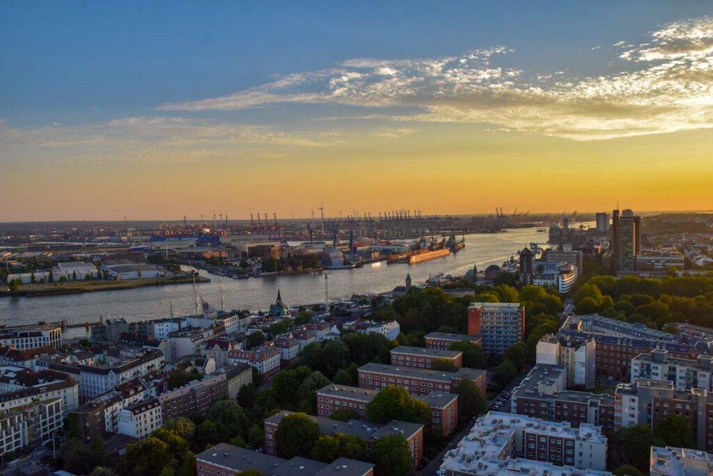 Deutschland Reisen in den Norden: Hamburg vom Michel aus gesehen