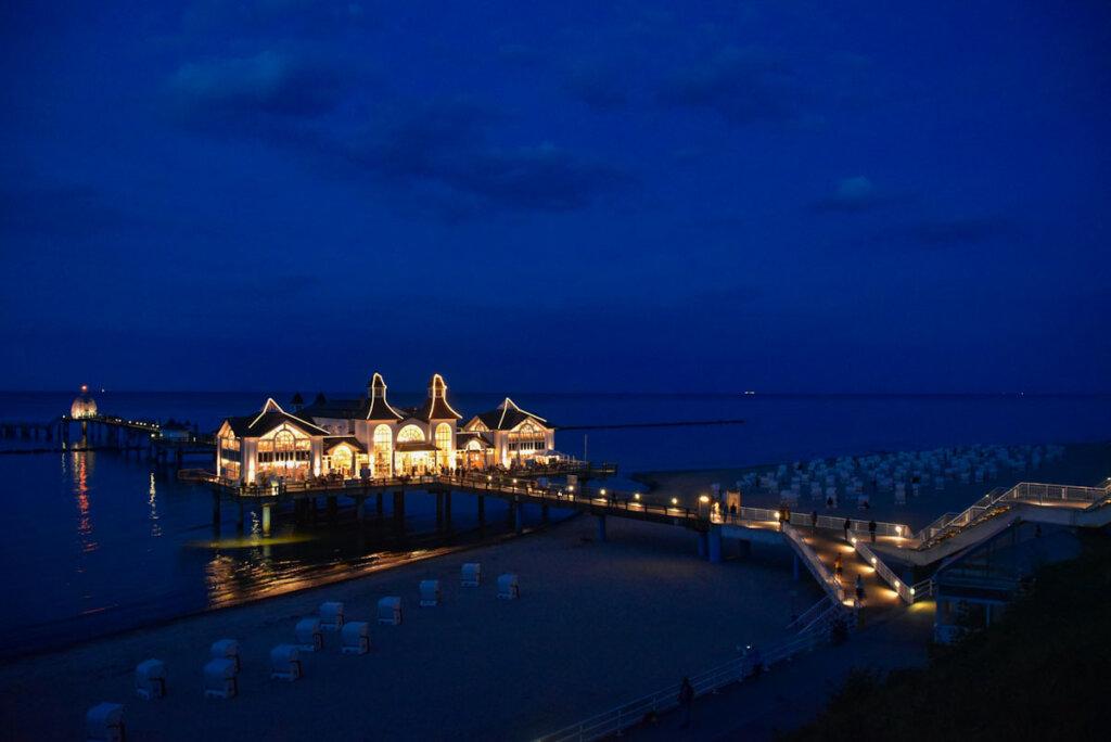 Märchenhaft schön: Seebrücke Sellin bei Nacht