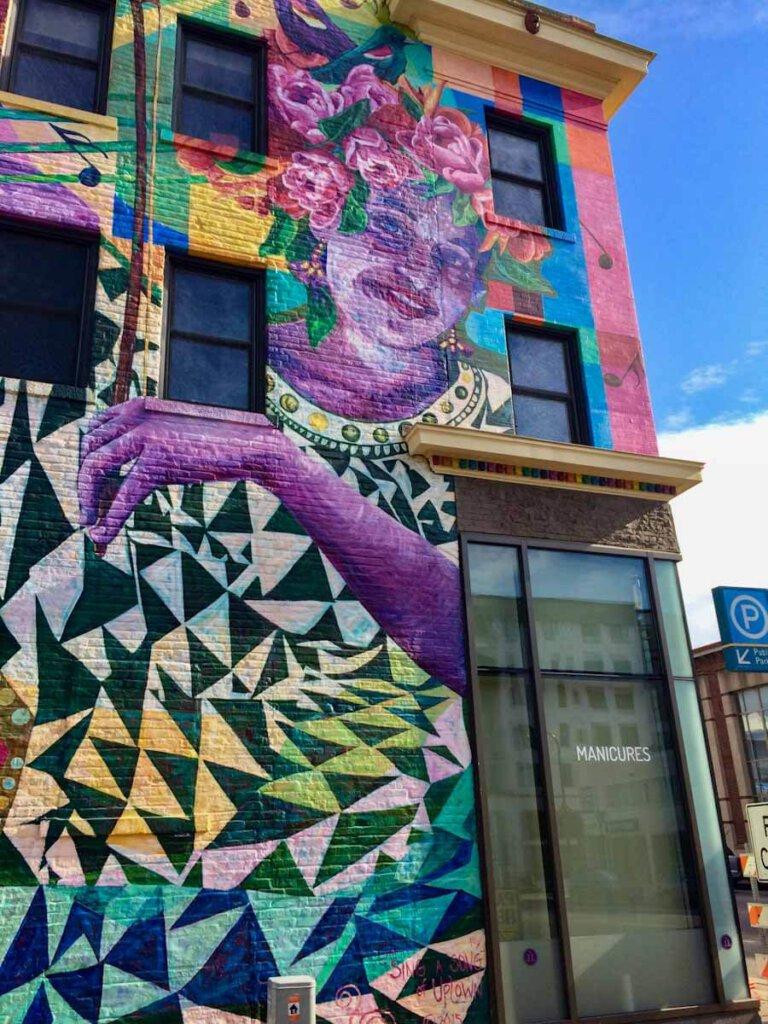 Uptown Minneapolis Sehenswürdigkeit: Die Muralss berühmt