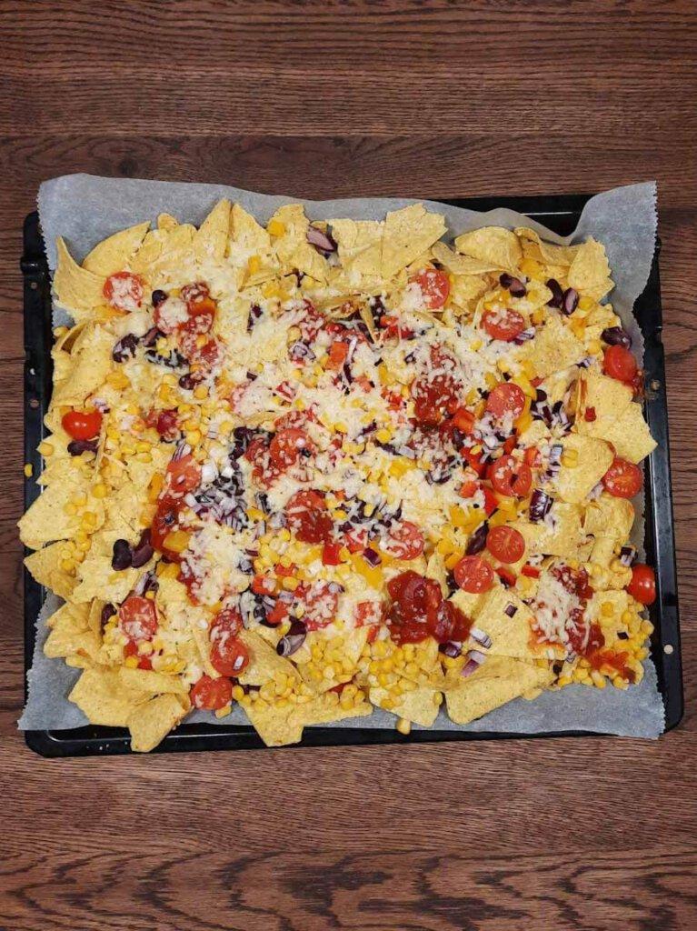 Nachos Rezept: Mit Käse überbackene Nachos selbst gemacht
