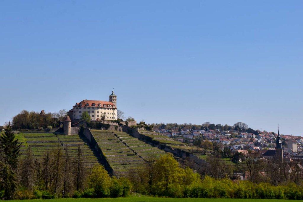 Schloss Kaltenstein thront hoch über Vaihingen