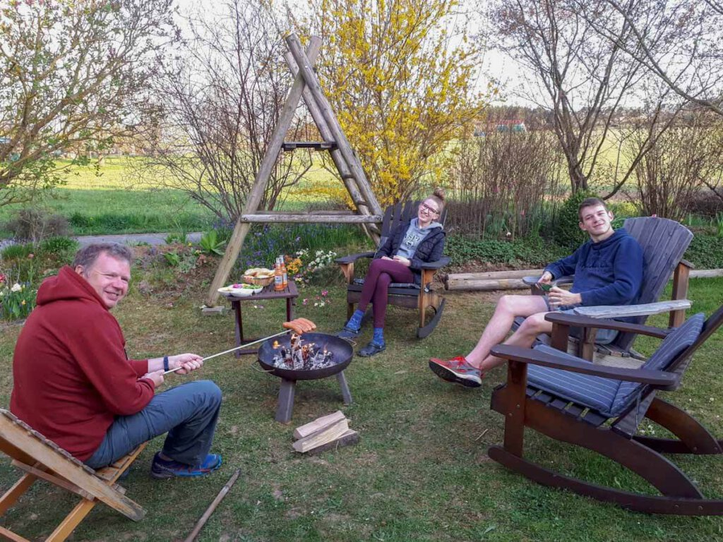 Die Travelsanne Familie im Garten