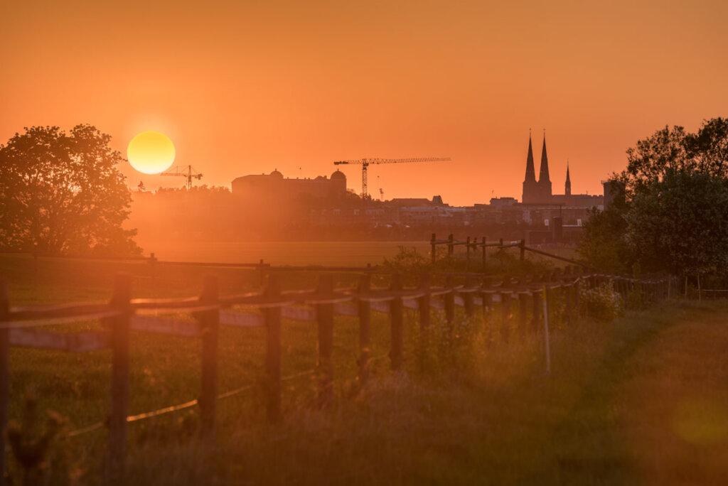 Magischer Sonnenuntergang über Uppsala Schweden