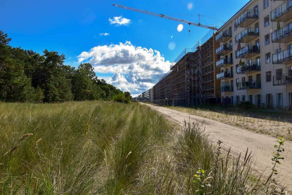 """Die Baustelle und bereits bezogene Luxusappartements im """"Koloss von Rügen"""""""