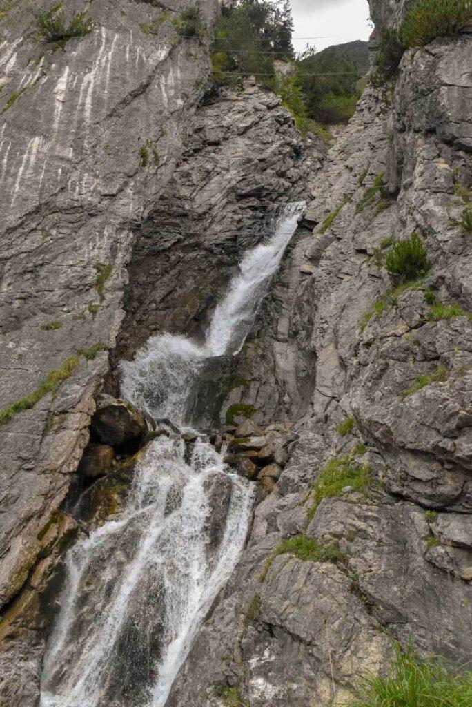 Der Simswasserfall in Holzgau im Tiroler Lechtal