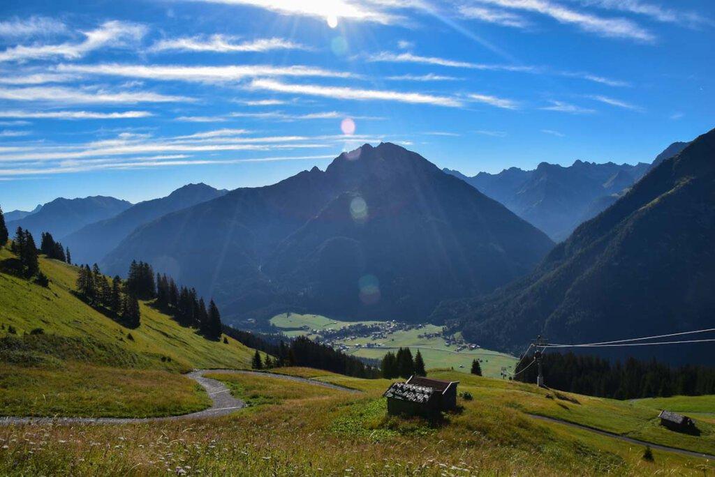 Wandern mit Aussicht auf die Lechtaler Alpen