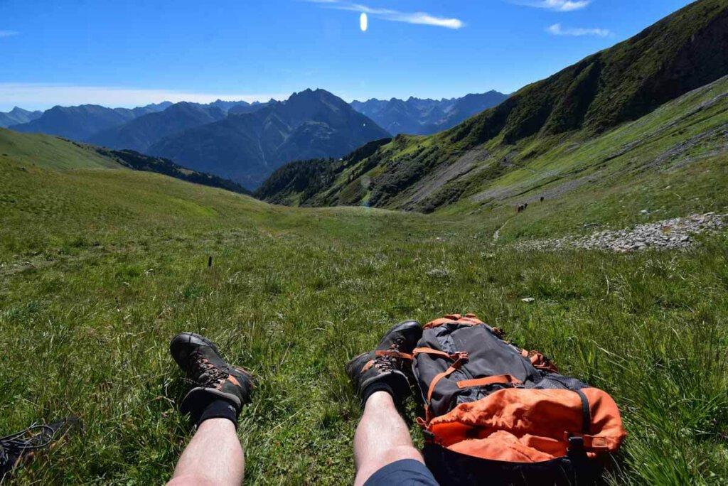 Ausblicke genießen auf dem Weg zum Gipfel der Jöchelspitze im Lechtal