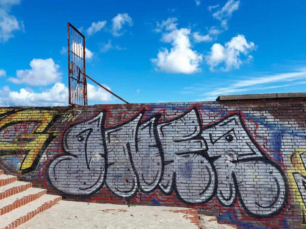 Beliebter Fotospot: Die Kaimauer des KdF Seebads von Prora Rügen