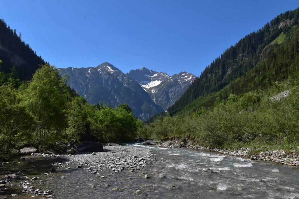 Wandern durch das wildromanische Höhenbachtal oberhalb von Holzgau