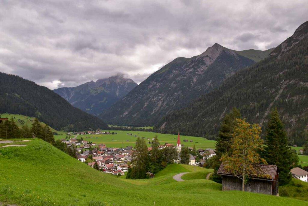 Holzgau im Lechtal - eingebettet in eine großartige Bergkulisse