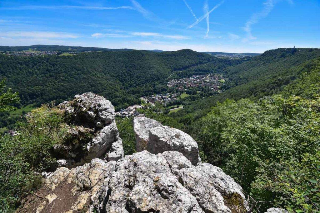 Typisch Wandern Schwäbische Alb: Schroffe Aussichtsfelsen, hier der Breitenstein