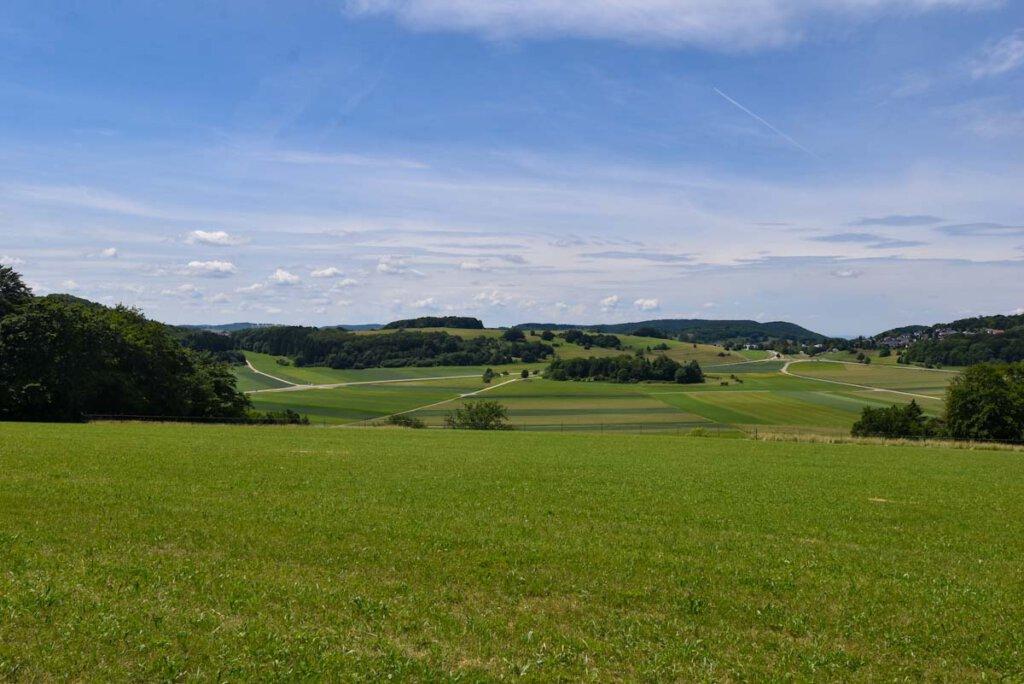 Die Schwäbische Alb - pittoresk wie eine Eisenbahnlandschaft