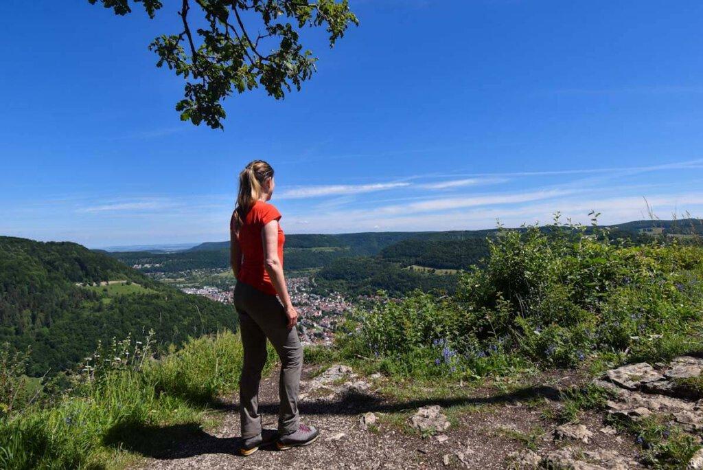 Ausblick vom Gießstein über die Berge der Schwäbischen Alb