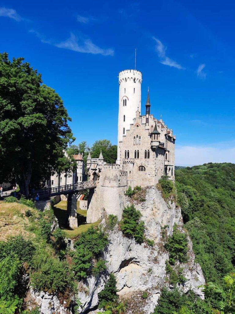 Das Märchenschloss Lichtenstein thront atemberaubend auf seinem Felsen am Albtrauf