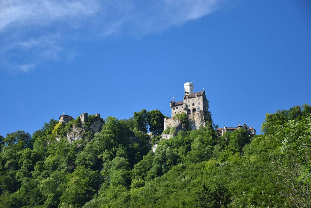 Schloss Lichtenstein hoch über dem Echaztal