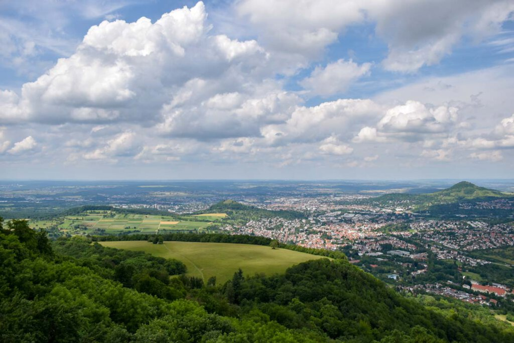 Atemberaubende Aussicht auf Georgenberg (links) und Reutlinger Achalm (rechts)