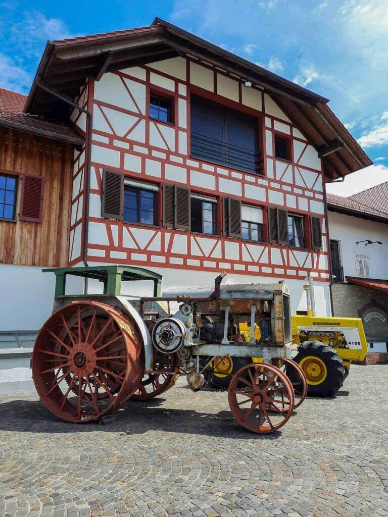 Einzigartige Bodensee Sehenswürdigkeit: Das Auto & Traktor Museum in Uhldingen-Mühlhofen