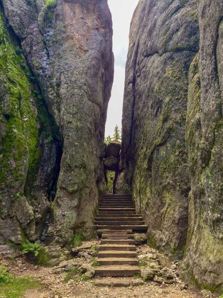Wandern auf dem atemberaubenden Sunday Gulch Trail, South Dakota, USA