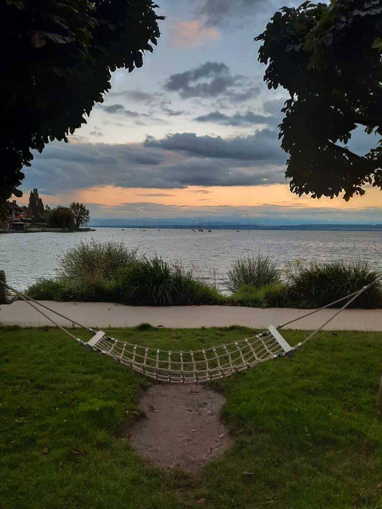 Abendliche Entspannung an der Ostmole im Uhldinger Hafen
