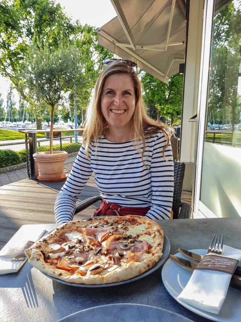 Genießen mit mediterranem Flair im Restaurant Mediterra am Hafen von Unteruhldingen