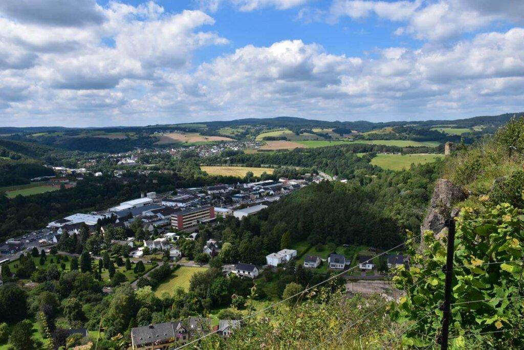 Eifel Wandern: Ausblick von der Munterley über Gerolstein