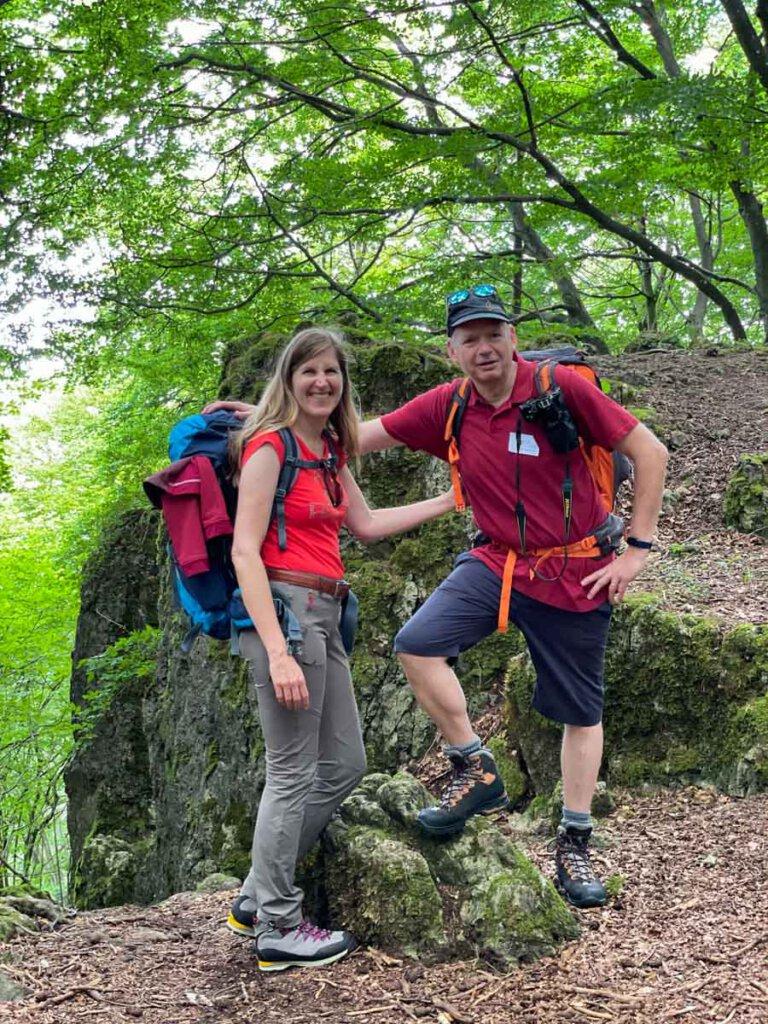 Das Travelsanne-Team beim Wandern in der Vulkaneifel