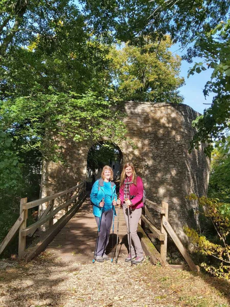 Am Eingang zur verwunschenen Ruine Rauber auf der Schwäbischen Alb