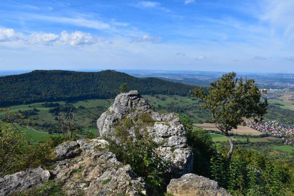 """Schwäbische Alb Wandern auf dem Premiumweg """"hochgehadelt"""" der hochgehberge-Reihe"""